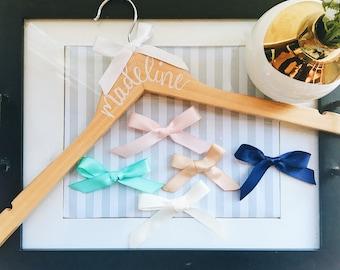 Custom White Handwritten Name Wood Hanger/Wedding/Dress Hanger/Bridesmaid Gift/Personalized Hanger/Bridesmaid Hangers/Wedding Dress Hanger
