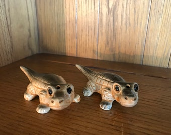 vintage Florida Alligator SALT and PEPPER SHAKERS, midcentury, made in Japan, collectible, souvenir