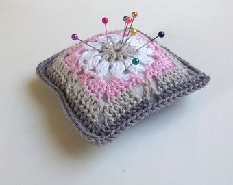 Handmade Crochet Pincushion, gray&pink romantische granny square pincushion, floral mini crochet pillow, handmade Motherdays gift