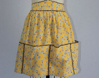 Vintage 1950's Apron Mexican Theme Novelty Print Half Apron with Large Pockets along the Bottom