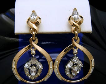 Vintage Crown Trifari Pat Pend Gold Tone Clear Rhinestone Dangle Earrings