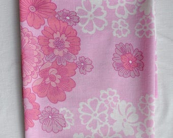 One vintage Fat Quarter in Pink and White