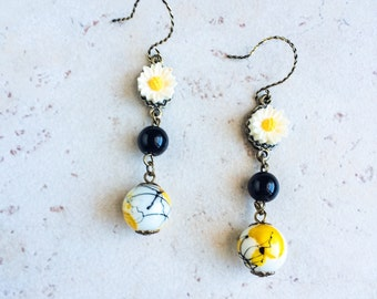 Daisy Flower Beaded Earrings, Black and Yellow Earrings, Boho Chic Flower Earrings