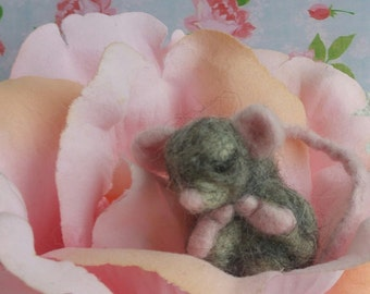 Needle Felted- Handmade felted mouse- Felted mouse- Sleeping mouse- gift-Grey mouse- Miniature mouse- Wool- Rosetreefeltgarden woolsculpture