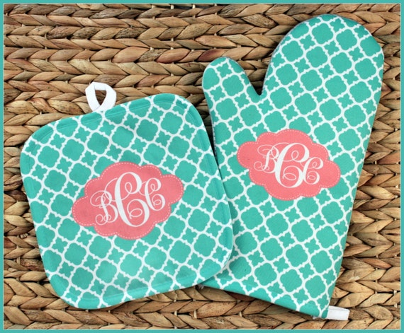 Baking Gifts for Her Oven Mitt Pot Holder Monogrammed Gift Set Personalized Oven Mitts Housewarming Hostess Gift Monogrammed Custom