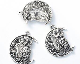Antique Silver Tone Metal Alloy Owl & Crescent Moon Pendants 33x26mm (B201L/282k)