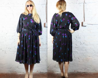 Black Pleated Floral Plus Size Dress with Bishop Sleeves and Waist Belt in Women's Large XL 1980s 80s Retro . Turquoise Purple Party Gown