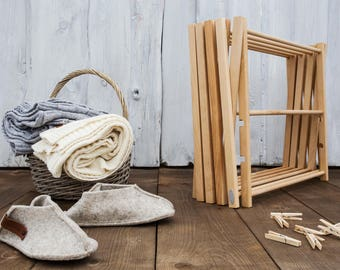 Wooden foldable clothes airer, clothes drying rack. Puidust pesukuivatusrest.