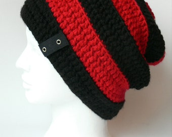 Tuque ''SLOUCH'' rouge et noir au crochet