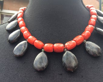 Larvikit a blood red coral necklace with drops.