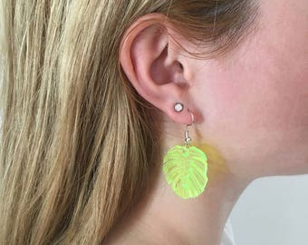 Neon yellow leaves on the ears