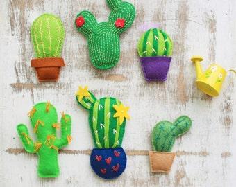 Felt cactus ornament felt succulent plush cactus miniature terrarium cactus plant stuffed cactus figurine cactus magnet cactus garland
