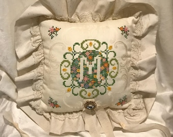 The M ring bearer pillow
