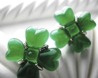 Clovers -vintage glass earrings