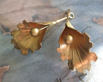 2 PC Brass Large Dimensional Orchid / Flower Drop - W0018
