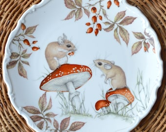Royal Albert Country Walk Collection Pictorial Collectors Plate - Autumn Playtime - Field Mice on Toadstools - c.1980s
