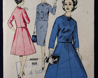 1960's Sewing Pattern for a Woman's Suit in Size 12 - Le Roy 648