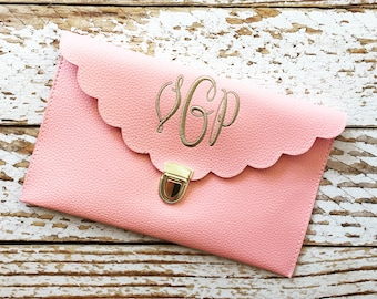 Embroidered Scallop Clutch, Monogrammed Purse, Monogram Scallop Clutch, Personalized Clutch Purse, Monogrammed, Embroidered Scallop Purse