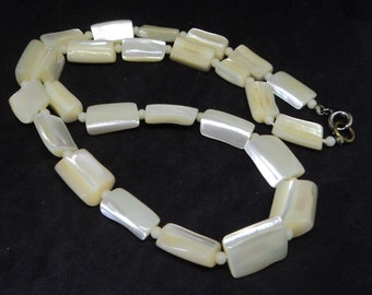 Mother of Pearl Bead Necklace... Cream Graduated Beads