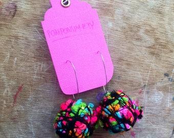 POMPOM MEDIUM kidney earrings