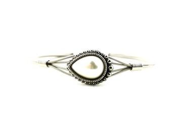 Tear drop pearl bracelet