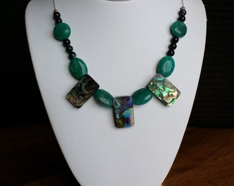 Necklace made with precious stone and shell