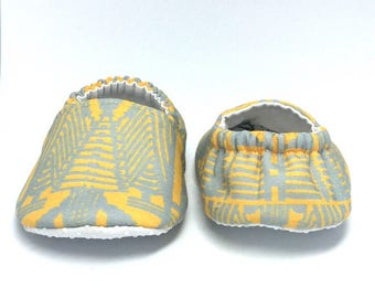 9-12mo RTS Baby Moccs: Art Deco Doors of NYC / Crib Shoes / Baby Shoes / Baby Moccasins / Vegan Moccs / Soft Soled Shoes / Montessori Shoes
