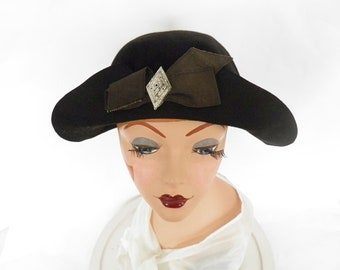 Vintage 1920s hat, black cloche flapper, art deco pin