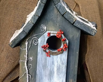 Unique Hobbit style Birdhouse, Shale imbedded on mortar roof. Easy clean out and outdoor protectant. Fast shipping.
