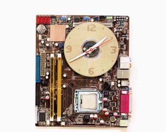 Geeky wall clock - recycled Computer  - Dark Brown circuit board - c8944