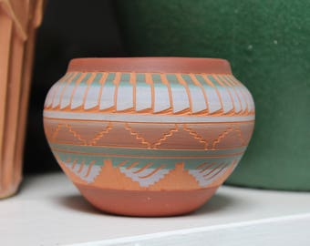 Navajo Etched Polychrome Pottery Signed Nelson Feather Design Southwest Native American VINTAGE by Plantdreaming