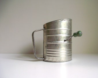 Crank Flour Sifter with Handle , Vintage GEM Sifter , Tin Kitchen Utensil , Mid Century Decor , Farmhouse Kitchen
