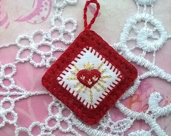 medallion with hand embroidery - Immaculate heart - first communion gift - Hand embroidered Christian medal