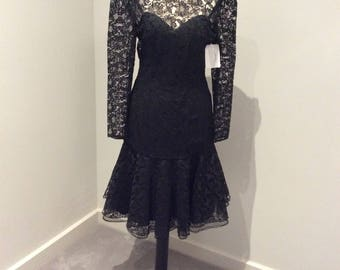 Vintage 1980's LBD in lace with dropped waist