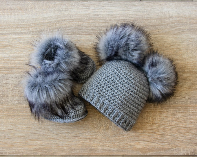 Double pom pom hat and booties - Gray Booties and hat set - Crochet baby clothes - Newborn winter clothes - Fur booties - Gender neutral