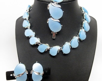 Fantastic Coro Vitage Light Baby Blue Thermoset Demi Parure   Mid Century    Set  Necklace Earrings Bracelet   Bridal