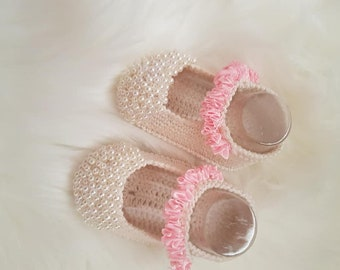 Crochet Baby Booties, Baby girl ballet slippers. Crochet Baby shoes with flower for newborn to 06 months