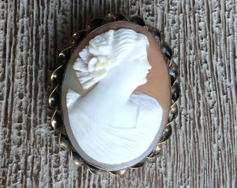 Vintage Cameo Brooch Gold Filled Wire Frame