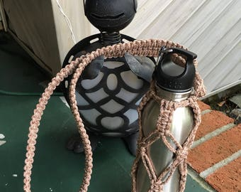 Macrame Water Bottle Holder in Pottery