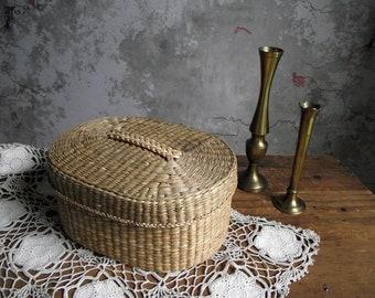 Woven Seagrass Basket & Lid , Oval Sea Grass Basket , Keepsake Basket , Bathroom Storage Basket , Neutral Beach House Decor