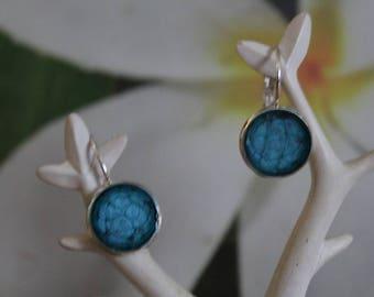 Earrings in troubled waters
