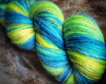 High tides and good vibes - supreme corridale wool  - single thread handspun shawl yarn 105gr 505m
