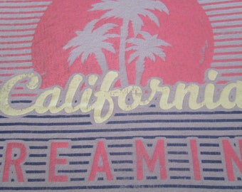 California Shirt. Vintage T-shirt. Graphic Tee. Top. Women's Large. Retro Light Gray With Graphics. Sun. Surf. West Coast Love. Streetwear.