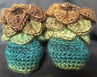 crocodile stitch booties/baby booties/crocodile stitch/dragon scale/slippers/house shoes/boots/green/brown/woodland/fairy/pixie/12-18 months