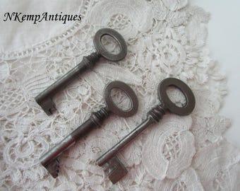 Antique key x 3