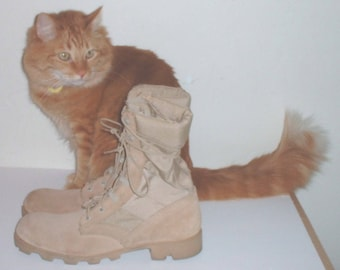 "US Military ""Desert Storm"" Wellco Boots size 9 EXTRA-NARROW, unissued circa 1990s"