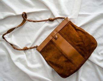 brown suede purse | brown suede bag | 1970s suede purse | 1970s bag | minimal suede purse | suede bucket bag | boho purse