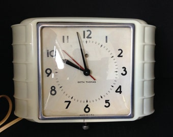 Mid Century Seth Thomas Electric Kitchen Clock, Working Wall Clock with Cord, Ivory Kitchen Clock, Kitchen Decor