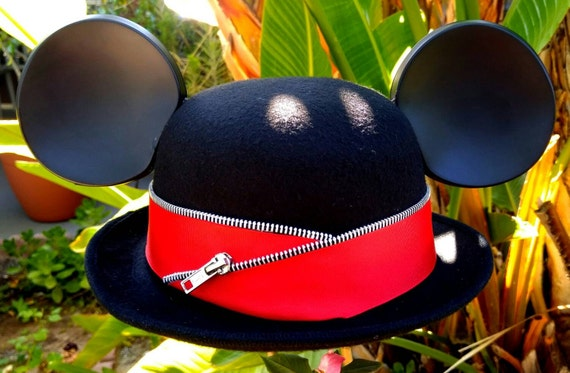 Mickey ears. Derby Mickey Mouse Hat. Original Disneyland Hat. Mickey Mouse Ears. Custom Disney Hat. Black red.Adult.