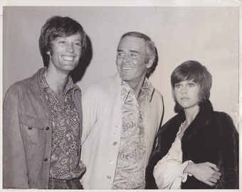 Vintage Press photograph Henry Fonda, Peter Fonda & Jane Fonda -New York
